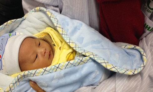 Em bé thụ tinh trong ống nghiệm đầu tiên tại Bệnh viện Bạch Mai
