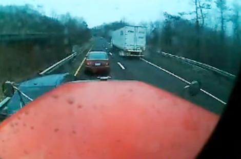 Đừng bao giờ cắt đầu xe tải