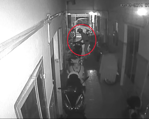 Video kẻ trộm chê xe đắt tiền, lấy xe rẻ tiền được camera giám sát ghi lại