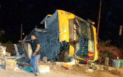 Hiện trường vụ tai nạn khiến hàng chục người bị thương. Ảnh: Hoàng Trường