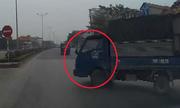 Màn phản xạ cực nhanh của tài xế ôtô tránh xe tải