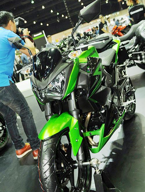 Kawasaki-Z300-2015-2_1419841857.jpg
