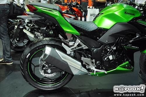 Kawasaki-Z300-2015-7.jpg