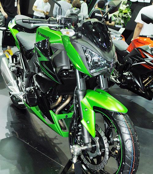 Kawasaki-Z300-2015-9_1419841688.jpg