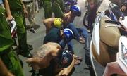 Cảnh sát nổ súng khống chế nhóm xăm mình đập phá khách sạn