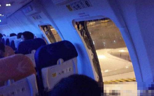 Khách Trung Quốc mở cửa khi máy bay sắp cất cánh