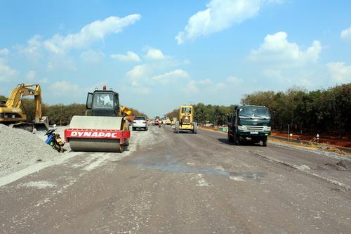 Hiện các công đoạn trên tuyến cao tốc TP Hồ Chí Minh - Long Thành - Dầu Giây đang rất khẩn trương cho ngày thông xe. Ảnh: Hoàng Trường