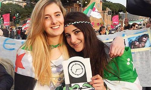 Greta Ramelli (trái) và Vanessa Marzullo bị bắt cóc ở Syria. Ảnh: Facebook/Telegraph.