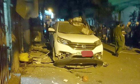 Honda CRV bất ngờ nổ tung đuôi