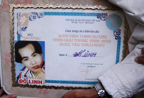 Bằng khen quý giá của nghệ sĩ Đỗ Linh được gia đình đưa về quê. Ảnh: AN Nhơn