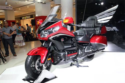 Honda-Gold-Wing-0-5063-1422608399.jpg