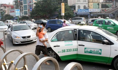 81 hãng taxi ở Hà Nội giảm giá cước