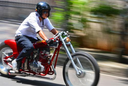 Dựa trên chiếc Heist 250 của hãng độ Mỹ Cleveland CycleWerks, tay chơi Rizqi Pratama của hãng độ Lemb ở Indonesia thiết kế lại thân xe, sơn lại khung.