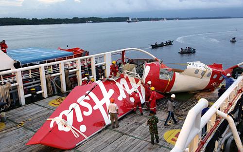 Cơ trưởng AirAsia 'rời khỏi ghế' trước tai nạn