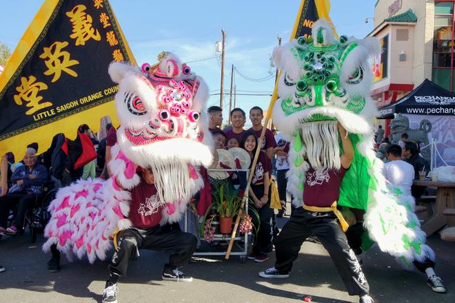 """<p class=""""Normal"""">  Ngoài chợ hoa xuân, cộng đồng người Việt ở Little Saigon sẽ tổ chức nhiều chương trình khác để đón Tết Nguyên đán như trình diễn âm nhạc, áo dài hay thi gói bánh chưng, bánh tét.</p>"""