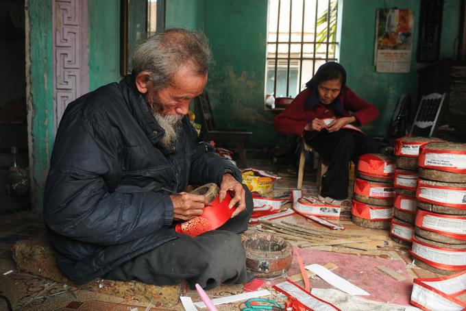 Làng nghề khăn xếp ngày cận Tết