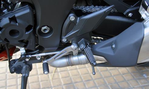 Kawasaki-Z1000-13.jpg
