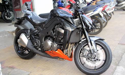 Kawasaki-Z1000-2.jpg