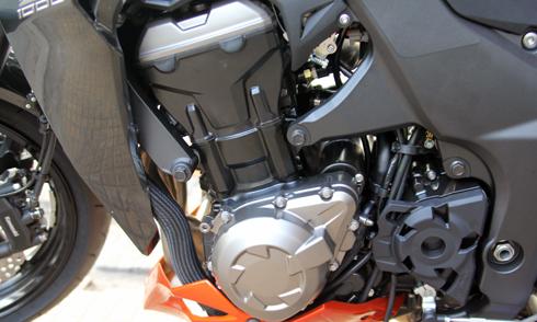 Kawasaki-Z1000-6.jpg
