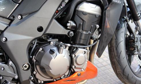 Kawasaki-Z1000-7.jpg