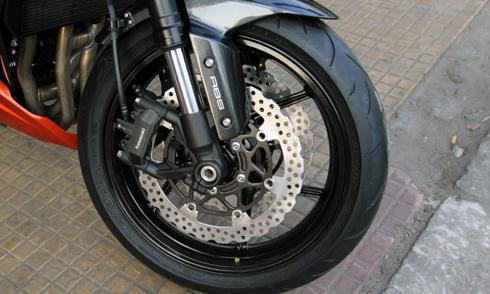 Kawasaki-Z1000-9.jpg