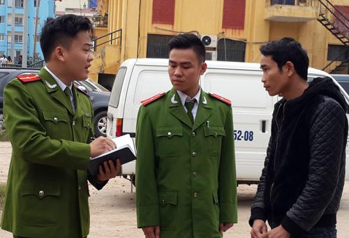 Lái xe, kiêm chủ hàng khai nhận mua số mèo này từ biên giới Quảng Ninh mang về Hà Nội tiêu thụ, chủ yếu để giết thịt. Ảnh: Sơn Dương.