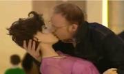 Ôm hôn tới tấp gái xinh ngay trên phố