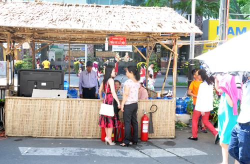 An ninh đường hoa Sài Gòn được thắt chặt ngăn ngừa cướp giật