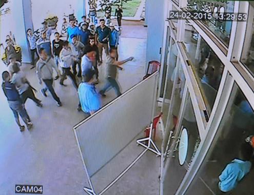 Nhân viên bảo vệ bị người nhà bệnh nhân hành hung