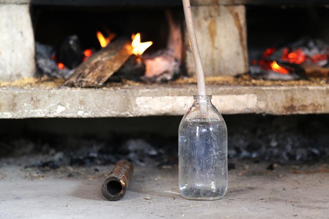 Ngôi làng 200 năm nấu rượu trong nồi đồng