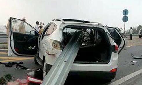 Ôtô đâm xuyên lan can cao tốc dài nhất Việt Nam
