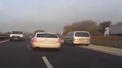 Ôtô chạy ngược chiều trên cao tốc