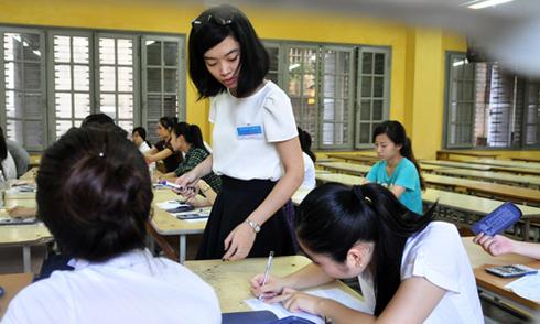 Bộ Giáo dục chưa quyết định thi tự luận môn Ngoại ngữ