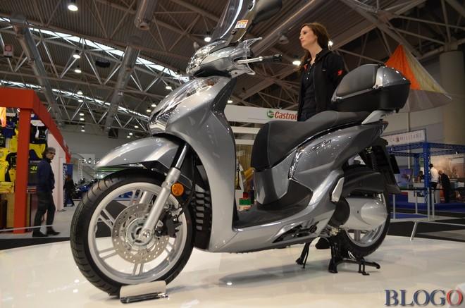 Chi tiết Honda SH 300i 2015