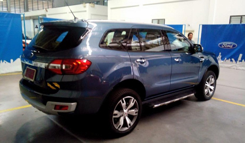 2016-Ford-Endeavour-3-2L-rear-spied.jpg