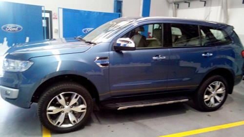 2016-Ford-Endeavour-3-2L-side-spied_1426