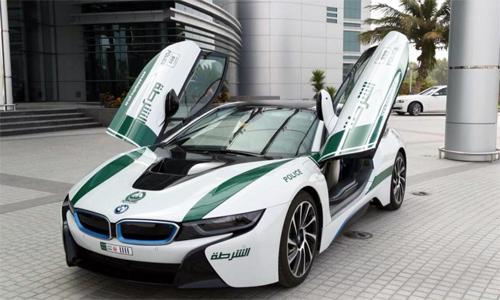 BMW-i8-Dubai-Police-1-8547-1426302723.jp