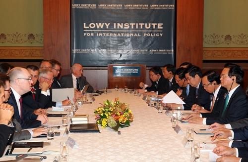Thủ tướng Nguyễn Tấn Dũng thảo luận với các học giả, nhà nghiên cứu hàng đầu Australia tại Viện Lowy - Ảnh: VGP/Nhật Bắc