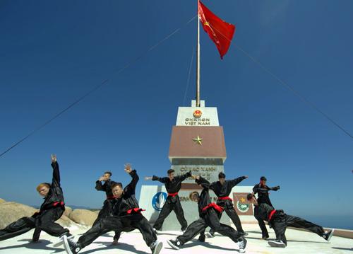 Hơn 3.000 sinh viên đồng diễn võ thuật cổ truyền Bình Định