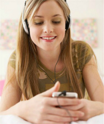 54ea65377d076-1-teen-girl-listening-to-m