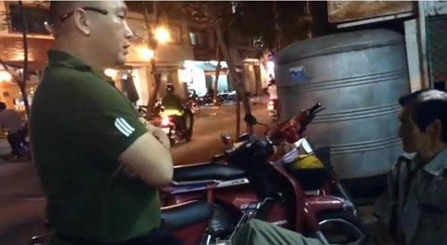 2 JPG 8189 1427420803 Quán bún bò ở Sài Gòn bị tịch thu bảng nội quy