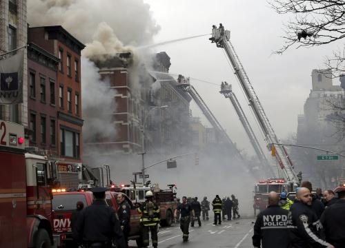 Cháy loạt chung cư ở New York, 12 người bị thương