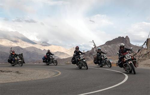 5 cô gái Pháp phượt Himalaya bằng môtô 500 phân khối