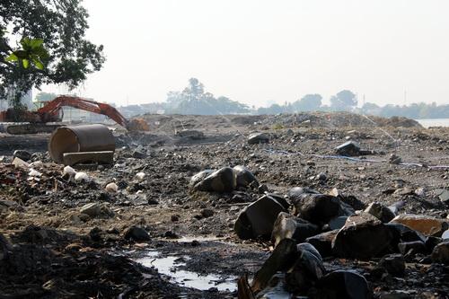 Dự án lấn sông đã được tạm dừng thi công sau khi UBND tỉnh Đồng Nai chấp thuận sáng 28/3. Ảnh: Hoàng Trường