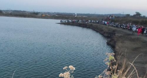 Nơi hồ nước nữ sinh mất tích. Ảnh: Tùy Phong