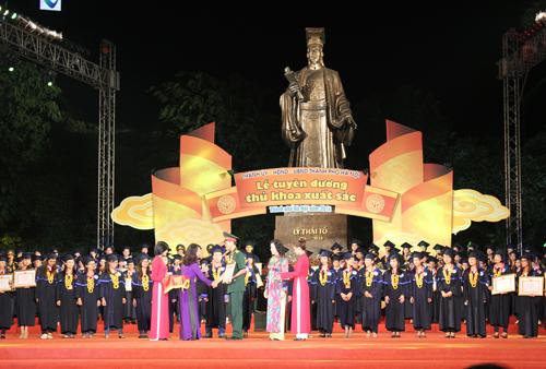 Chú thích ảnh: Lãnh đạo Sở Nội vụ cho biết, qua 4 năm thành phố tổ chức kiểm tra sát hạch đã tuyển dụng được 61 Thủ khoa. Ảnh: Hoàng Phương.