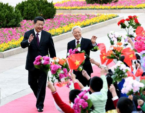 Tổng Bí thư, Chủ tịchTrung Quốc Tập Cận Bình chủ trì lễ đón Tổng Bí thư Nguyễn Phú Trọng và Đoàn đại biểu cấp cao Việt Nam theo nghi thức cao nhất dành cho nguyên thủ quốc gia.