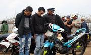 Nhóm thanh niên đua xe trong đường băng sân bay CamLy