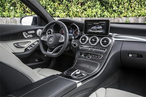 Mercedes C400 2015 giá 65.000 USD.