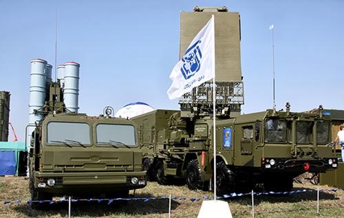 Uy lực của siêu hệ thống phòng không S-400 Nga